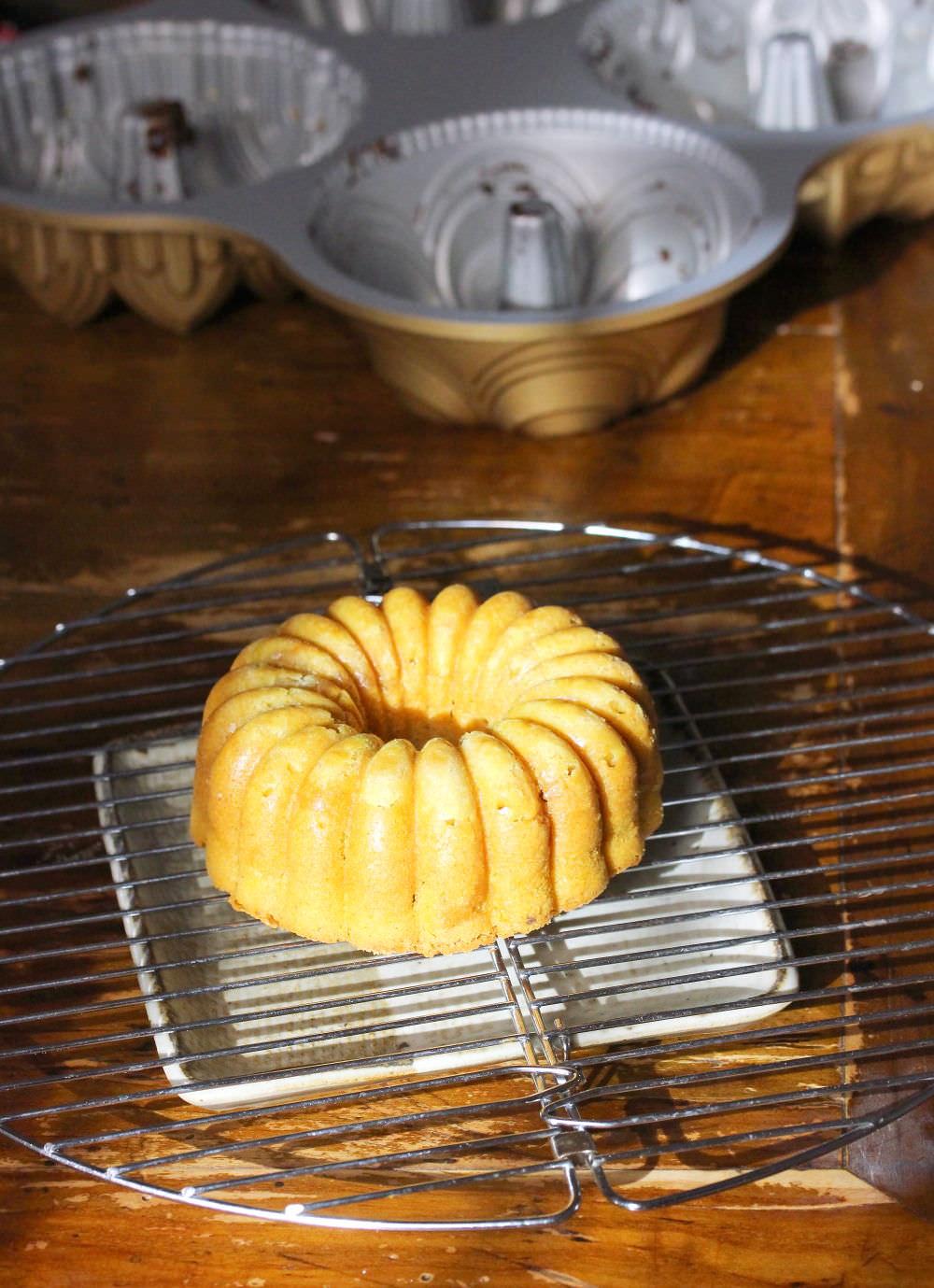 mini-bundt-cake-bianca
